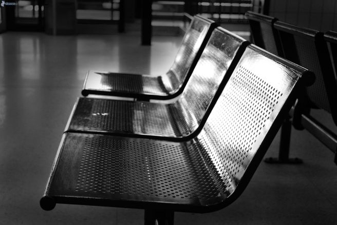 benches-waiting-room-black-and-white-photo-189871