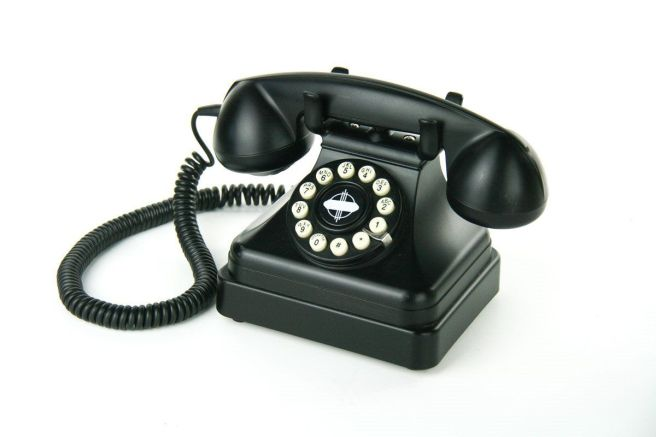 crosley-kettle-desk-phone-cr62-black-1930-s-style-rotary-telephone-7aeb6461c9fc6aa430985aeef7af569a
